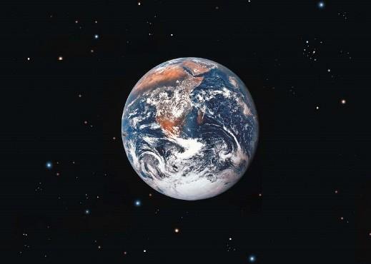 La Tierra, suspendida sobre la nada