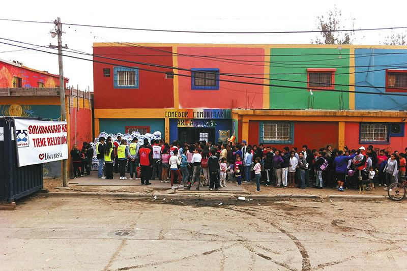 Gran donación de ropa en la Villa 31 | Universal - photo#9