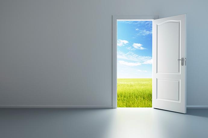 La puerta abierta universal for Puerta que se abre sola