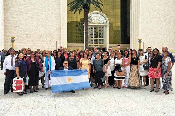 Obreros de Argentina visitaron el Templo de Salomón