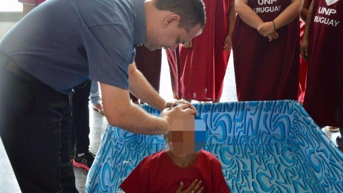 El GEC Femenino realiza el bautismo de detenidas en Uruguay