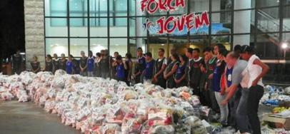 Voluntarios de la IURD entregan donaciones a las víctimas de las lluvias