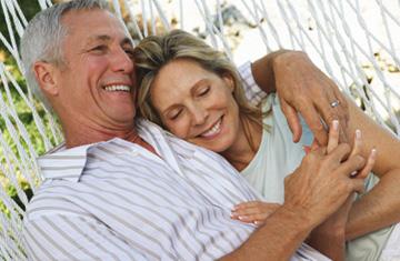 La felicidad está más relacionada a la fe que al dinero, según estudio
