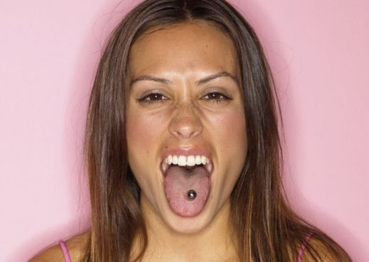 Piercings y tatuajes causan riesgos a la salud