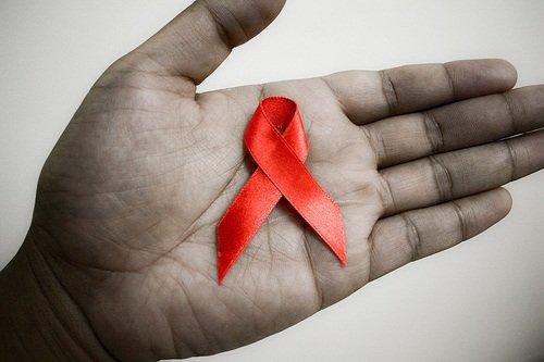 La mayoría de las latinas con VIH se contagiaron de sus parejas