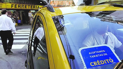 Algunos taxis podrán cobrar con tarjeta de crédito
