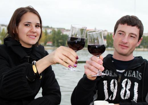 La publicidad estimula el consumo de alcohol entre los jóvenes