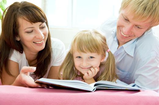 Leer y jugar con tus hijos los aleja de la violencia