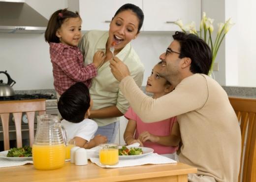 Comer en familia reduciría la obesidad infantil