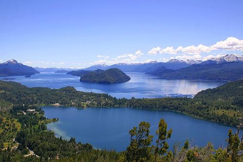 Misterioso color del lago Nahuel Huapi