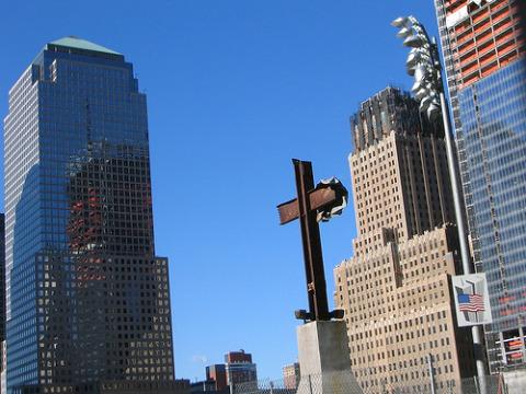 Ateos quieren quitar la cruz de la Zona Cero en Nueva York