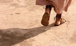 Quítese las sandalias