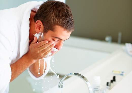 Los hombres también deben cuidar la piel