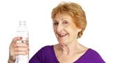 Abuelos: cómo prevenir la deshidratación