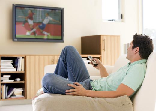 Los hombres solteros pasan más tiempo frente a la TV