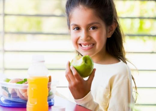 Conozca la importancia de una merienda saludable para niños en edad escolar