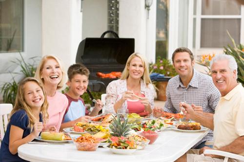 Descubre los beneficios de comer en familia