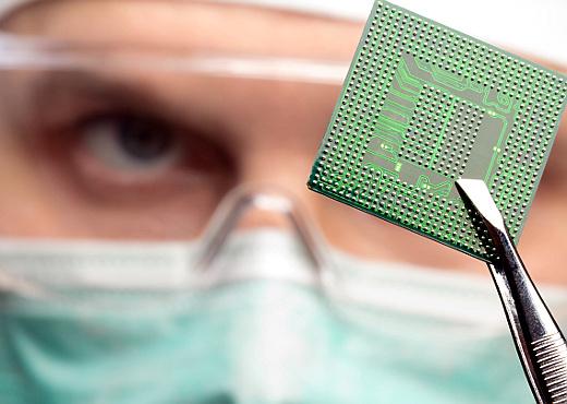 Investigadores crean un chip para personas con discapacidad motriz