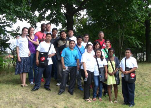 Voluntarios de la IURD visitan una comunidad carenciada de Nueva Jersey