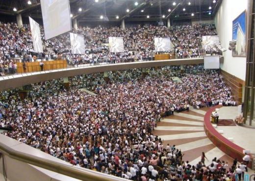 Obreros de todo Brasil participan de una reunión al lado de la familia