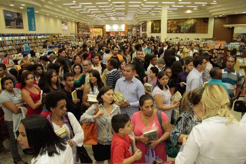 """El éxito de un lanzamiento más, del libro """"Nada que Perder"""", en Londrina"""