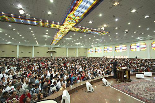 El obispo Macedo alerta sobre el engaño del pensamiento religioso