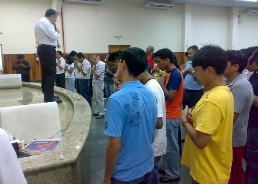 IURD de San Pablo recibe a fieles hispanoamericanos