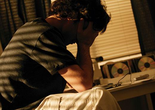 El uso de aparatos electrónicos a la noche provoca insomnio