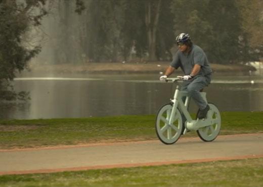 Con solo 9 dólares un israelí creó una bicicleta de papel