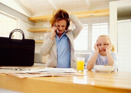 ¿Trabajar o cuidar a su hijo?
