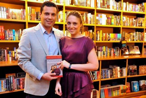 """El libro """"Matrimonio Blindado"""" promueve el autoconocimiento"""