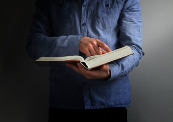 Las escrituras orientan que es mejor no tener deudas