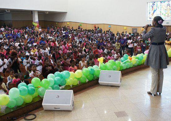 La Universal celebra mes de los niños en Mozambique