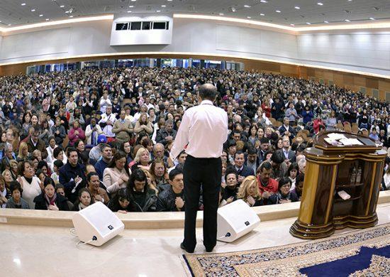 El obispo Edir Macedo reúne a miles de personas en Uruguay