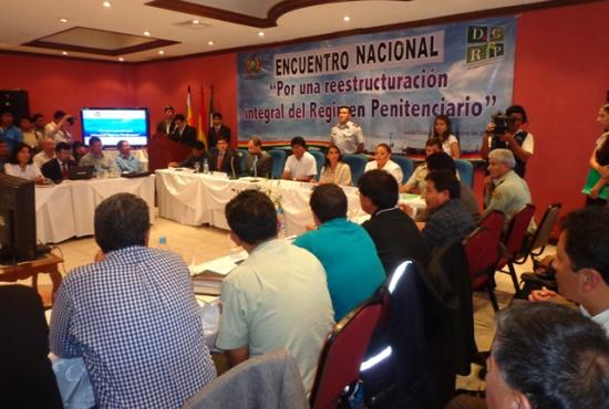 T-Ayudo participa en un debate sobre el sistema penitenciario en Bolivia