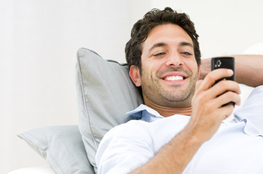 ¿El celular termina con la relación de pareja?