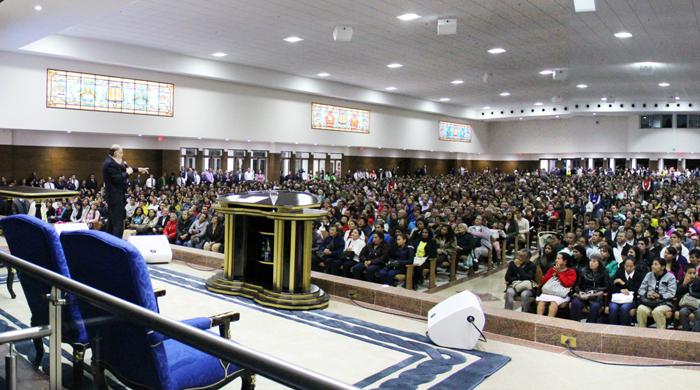 El obispo Macedo inauguró un templo en Colombia