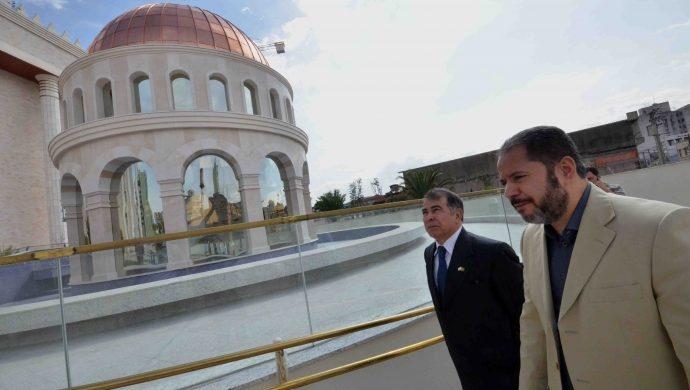 Embajador de Israel visita el Templo de Salomón