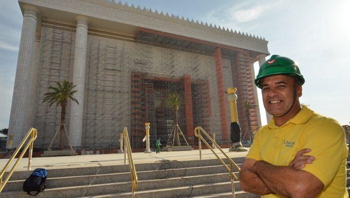 Él fue curado durante la construcción del Templo