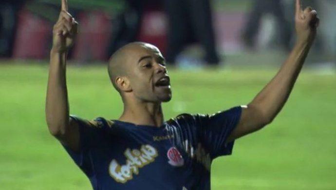 """Un jugador de fútbol grita """"Yo soy la Universal"""""""