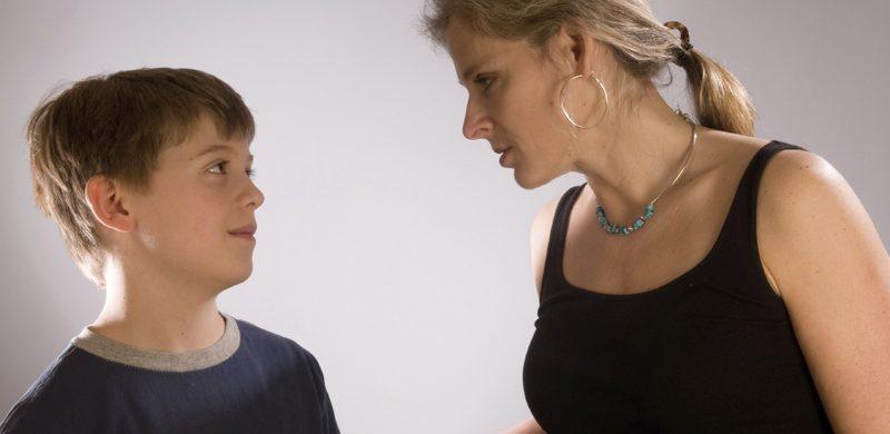 Mujer controladora, madre posesiva