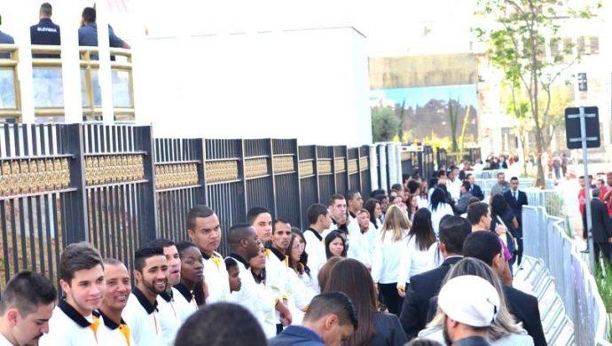 La inauguración del Templo de Salomón desde el lado de afuera