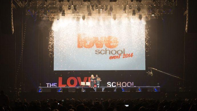 """""""The Love School"""" en Londres enseña cómo blindar la relación"""