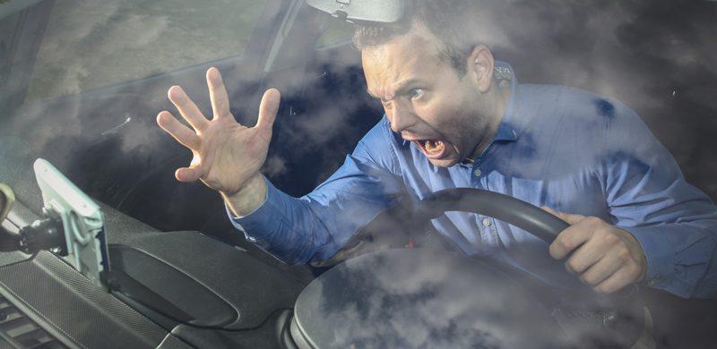 Hombre al volante: estrés constante