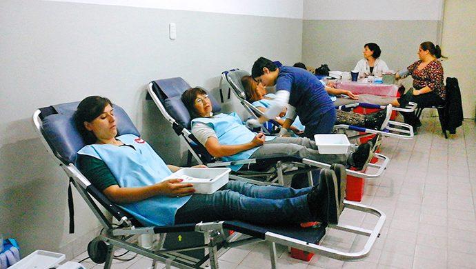 Más de 350 donantes voluntarios de sangre