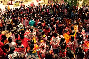 """La Universal es recibida por la tribu Maasai, en África, donde el """"hombre blanco"""" no entra"""