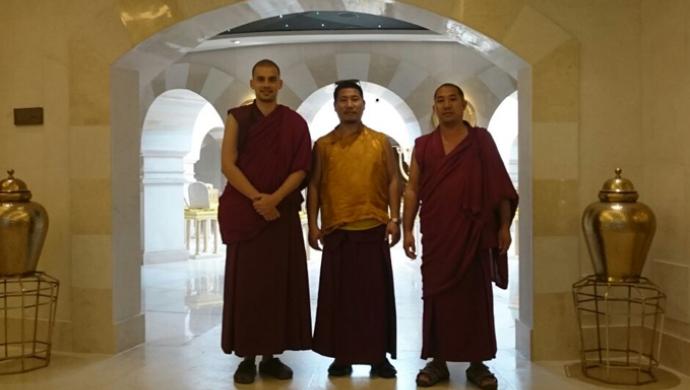 Monjes tibetanos visitan el Templo de Salomón