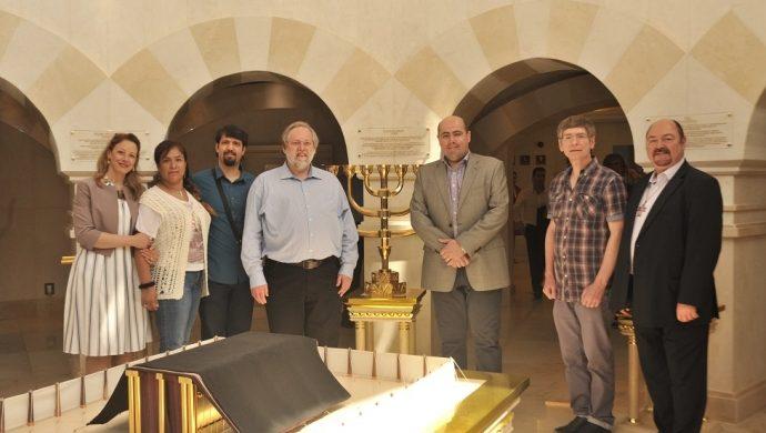 Representantes evangélicos de Suiza y de Bélgica visitan el Templo de Salomón