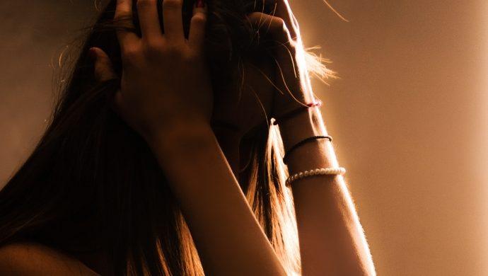 Una pareja filmaba a su hija de 12 años mientras la violaban