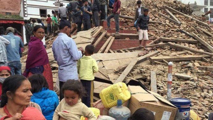 El número de muertos por el terremoto en Nepal pasa los 7 mil